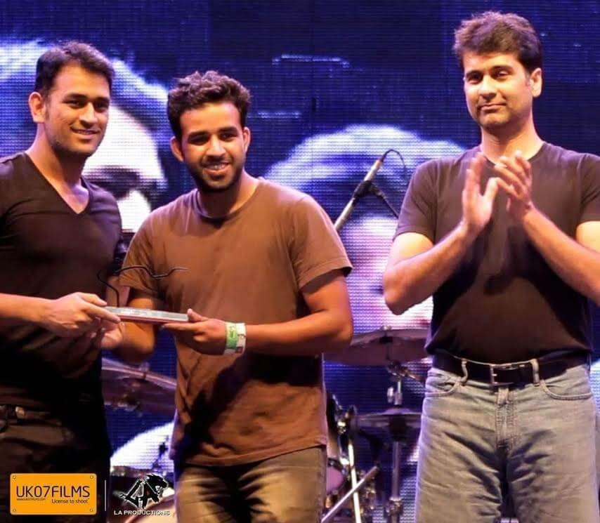 Atinder at XDL being felicitated by Dhoni and Rajiv Bajaj (MD Bajaj Motorcycles)